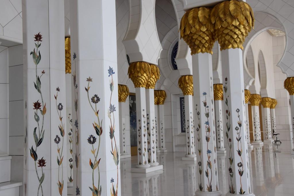 Säulenhalle außen, Sheikh-Zayed Moschee