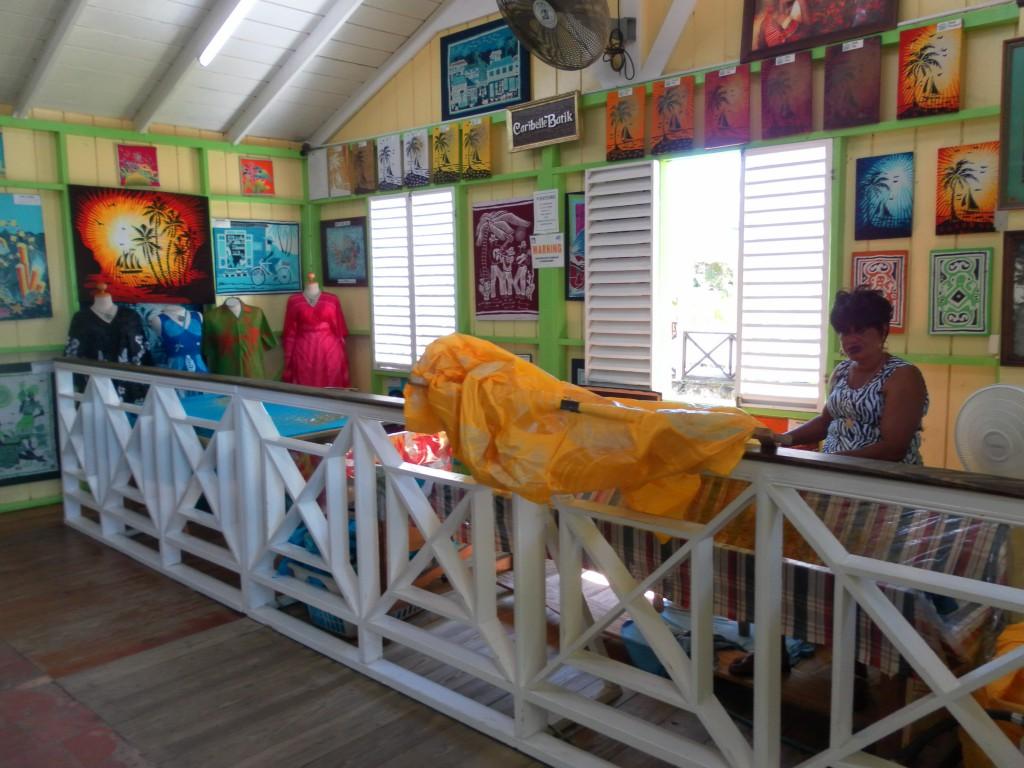 Einblick in die Batikkunst von Romney Manor, AIDA Karibik - Basseterre - Ausflug